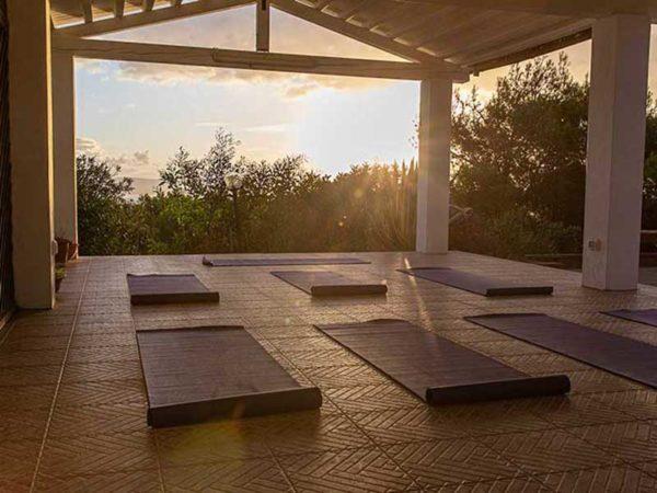 Yoga Shala Sardinien SUP Yoga Retreat
