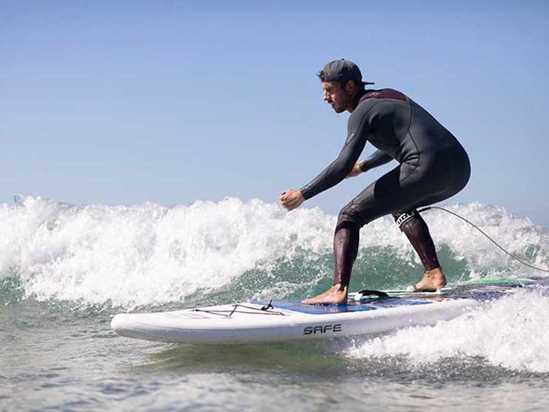 SUP Surfing beim SUP und Yoga Reise nach Italien mit dem StandUPClub Berlin