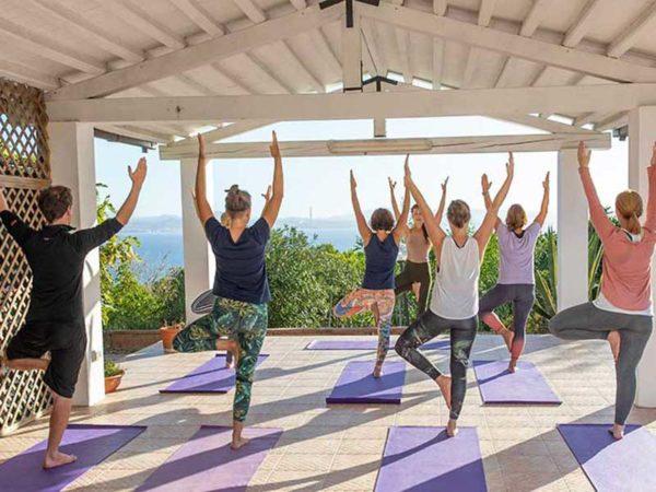 SUP & Yoga auf Sardinien